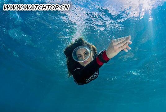 激享水中热情 豪利时潜水腕表献礼水上运动